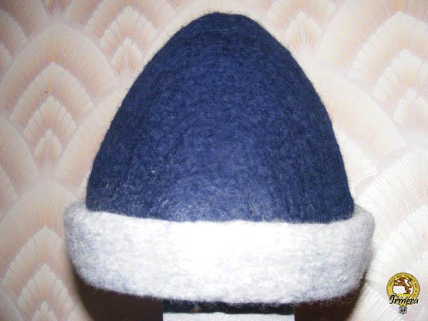 Двухцветная шапка.